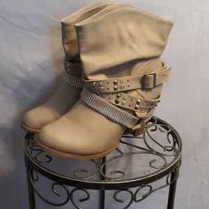 Boots with studs and rhinestones in tan size10W
